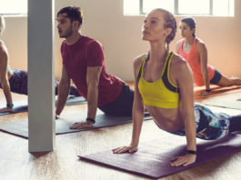 Le Fitbit Charge 2 enregistre les sessions de yoga