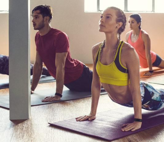 Le Fitbit Charge 2 enregistre les sessions de yoga