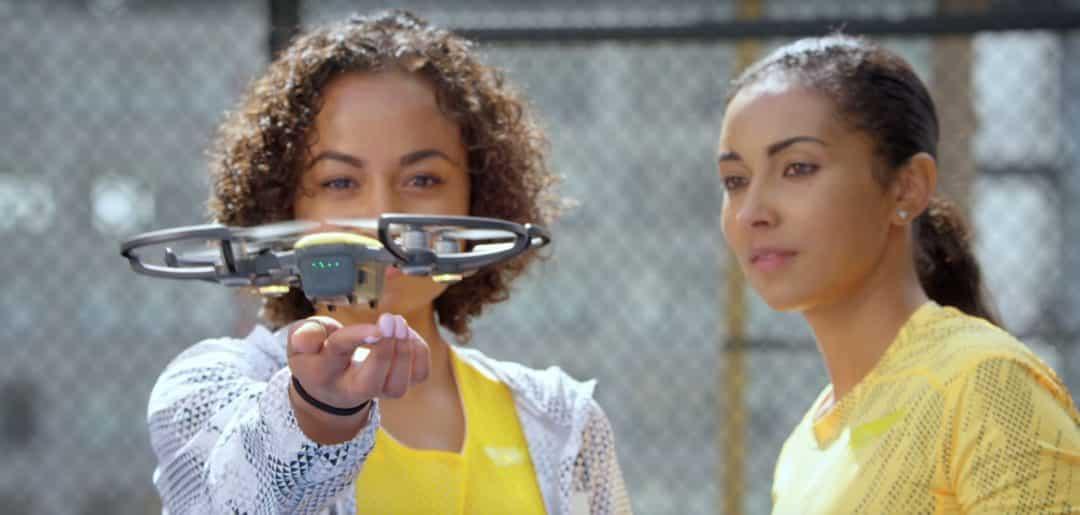 Drone DJI décollage à la main